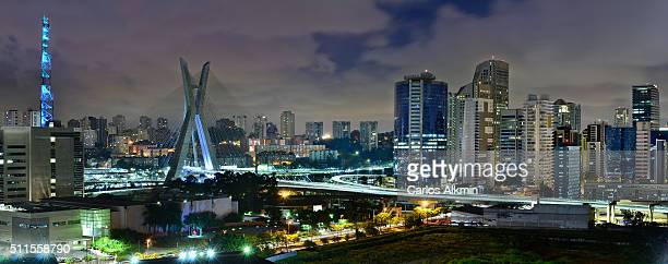 sao paulo skyline - cable-stayed bridge and brooklin novo modern corporate district - são paulo city stock pictures, royalty-free photos & images