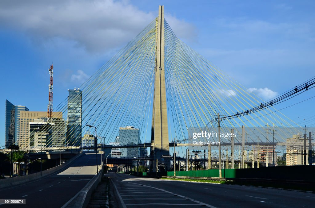 Sao Paulo with no traffic - Marginal Pinheiros and Ponte Estaiada : Stock Photo