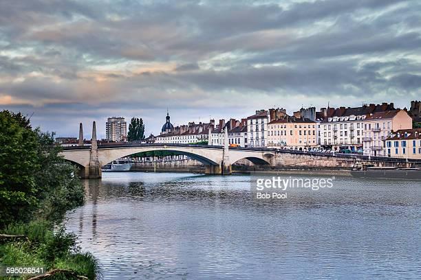 saone river bridge at chalon-sur-saone, france - シャロンシュルソーヌ ストックフォトと画像