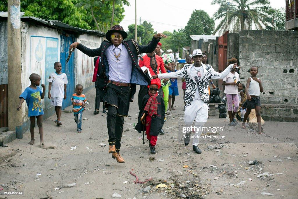 Sapeurs in Kinshasa Democratic Republic of Congo : News Photo