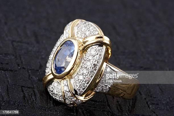 サファイアのダイヤモンドの指輪