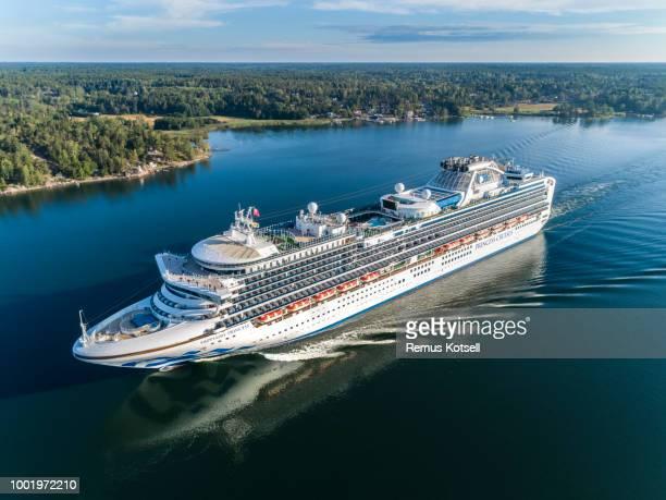 Sapphire Princess Cruiser Ship förbi i svenska skärgården