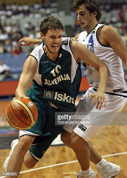 Slovenia's Bostjan Nachbar of the NBA's New Jersey Nets cuts in past Italy's Marco Belinelli during their Group D preliminary round match on the...