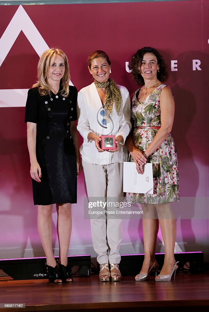Sara Baras (C) attends FEDEPE Awards at Cecilio Rodriguez gardens on July 26, 2016 in Madrid, Spain.