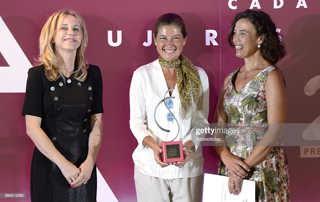 Sara Baras (C) attends the XXV FEDEPE awards ceremony at Retiro Park on July 26, 2016 in Madrid, Spain.