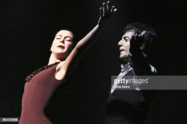 Sara Baras flamenco dancer Dancing next to a dancer