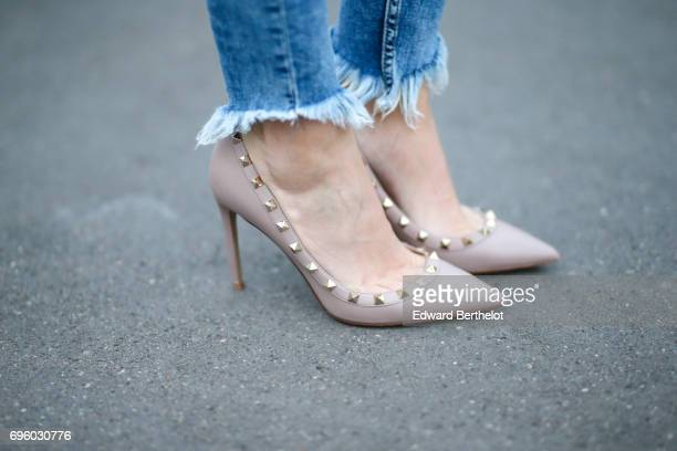 Sara Carnicella fashion blogger wears a Delphine Pariente necklace A valentino bag Valentino rockstud heels shoes Bershka blue denim ripped jeans a...
