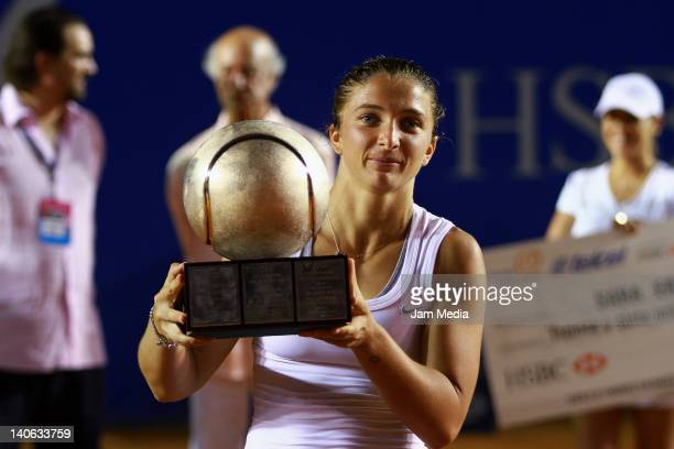 Sara Errani of Italia celebrates during Finals of the 2012 Mexican Open at Princess Hotel on March 3, 2012 in Acapulco, Mexico.