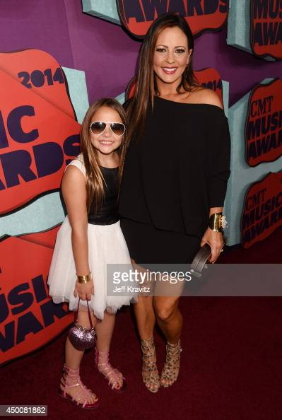 Sara Evans And Her Daughter Audrey Attend The 2014 Cmt