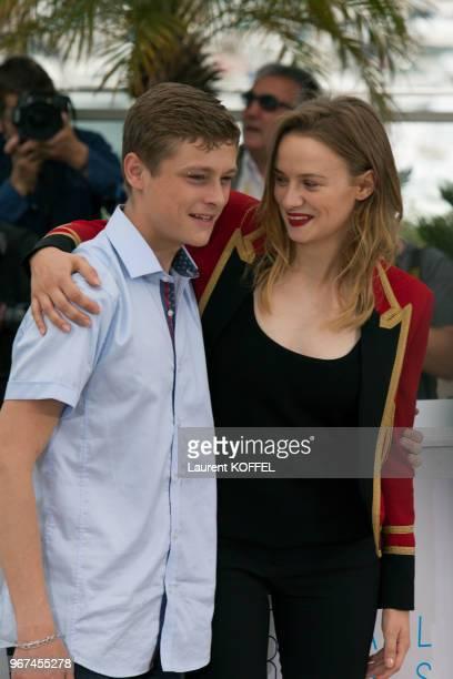 Sara Forestier et Rod Paradot lors du photocall du film La tête haute ' pendant le 68eme Festival du Film Annuel au Palais des Festivals le 13 mai...