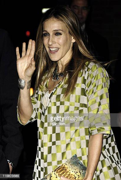 Sara Jessica Parker during The Cinema Society Zenith Watches Host Screening of 'Flags of our Fathers' Outside Arrivals at Tribeca Grand Hotel Grand...