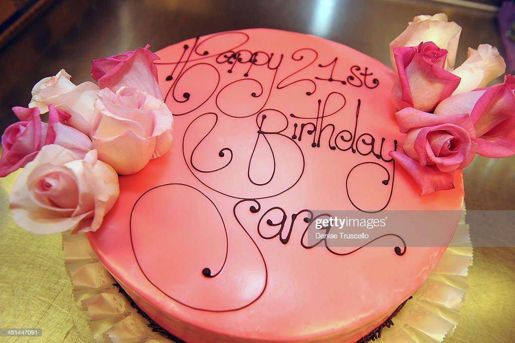 Peachy Sara Paxton 21St Birthday Cake At Prive Las Vegas In Planet Funny Birthday Cards Online Elaedamsfinfo