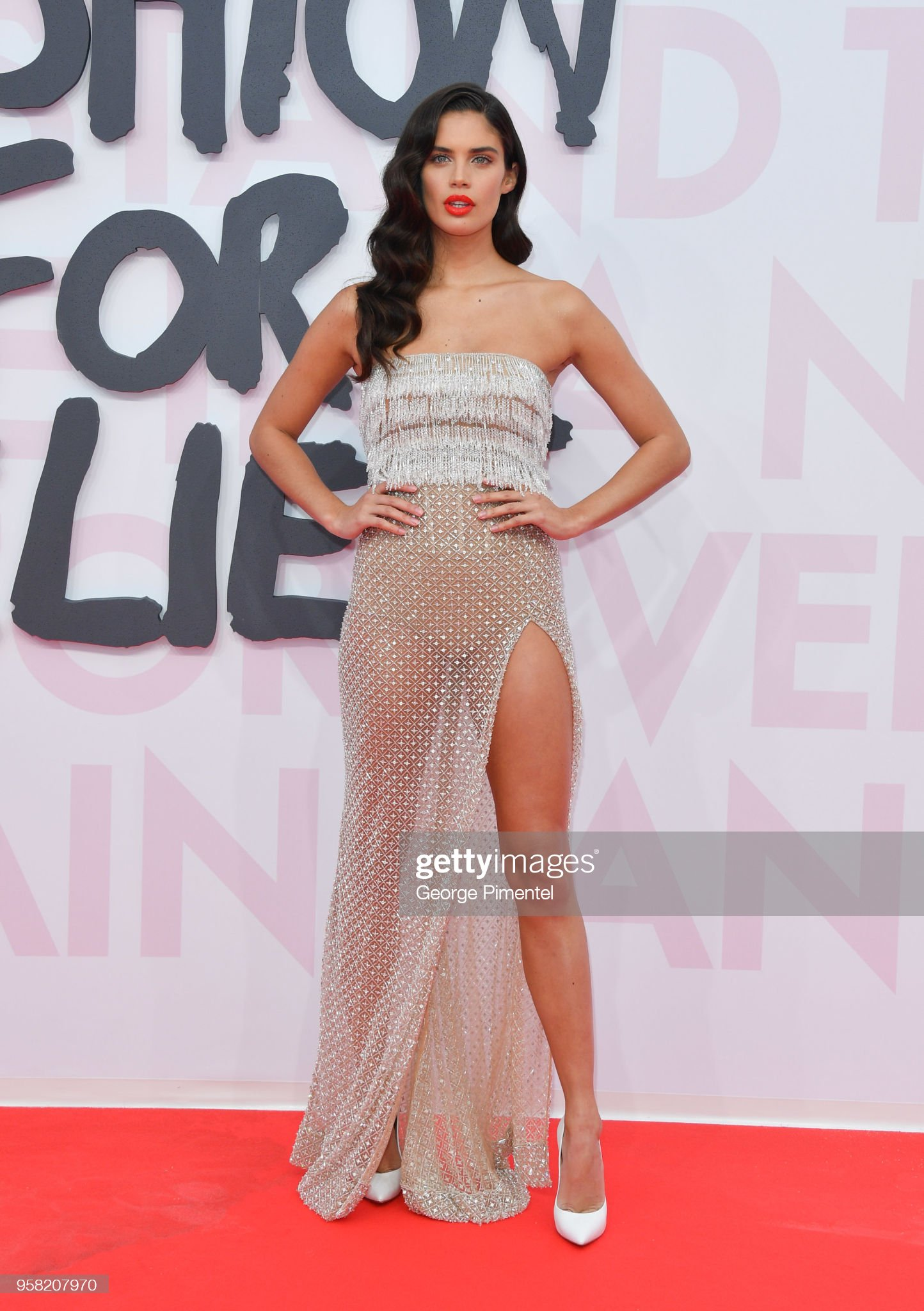 Sara Sampaio (galería de fotos) - pictures Sara-sampaio-attends-fashion-for-relief-cannes-2018-during-the-71st-picture-id958207970?s=2048x2048