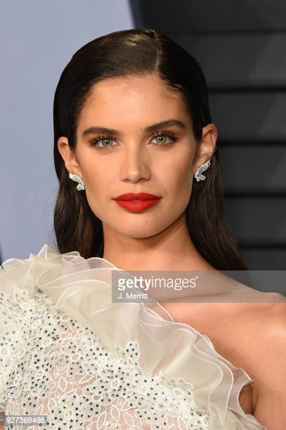 Sara Sampaio attends the 2018 Vanity Fair Oscar Party hosted by Radhika Jones at the Wallis Annenberg Center for the Performing Arts on March 4 2018...