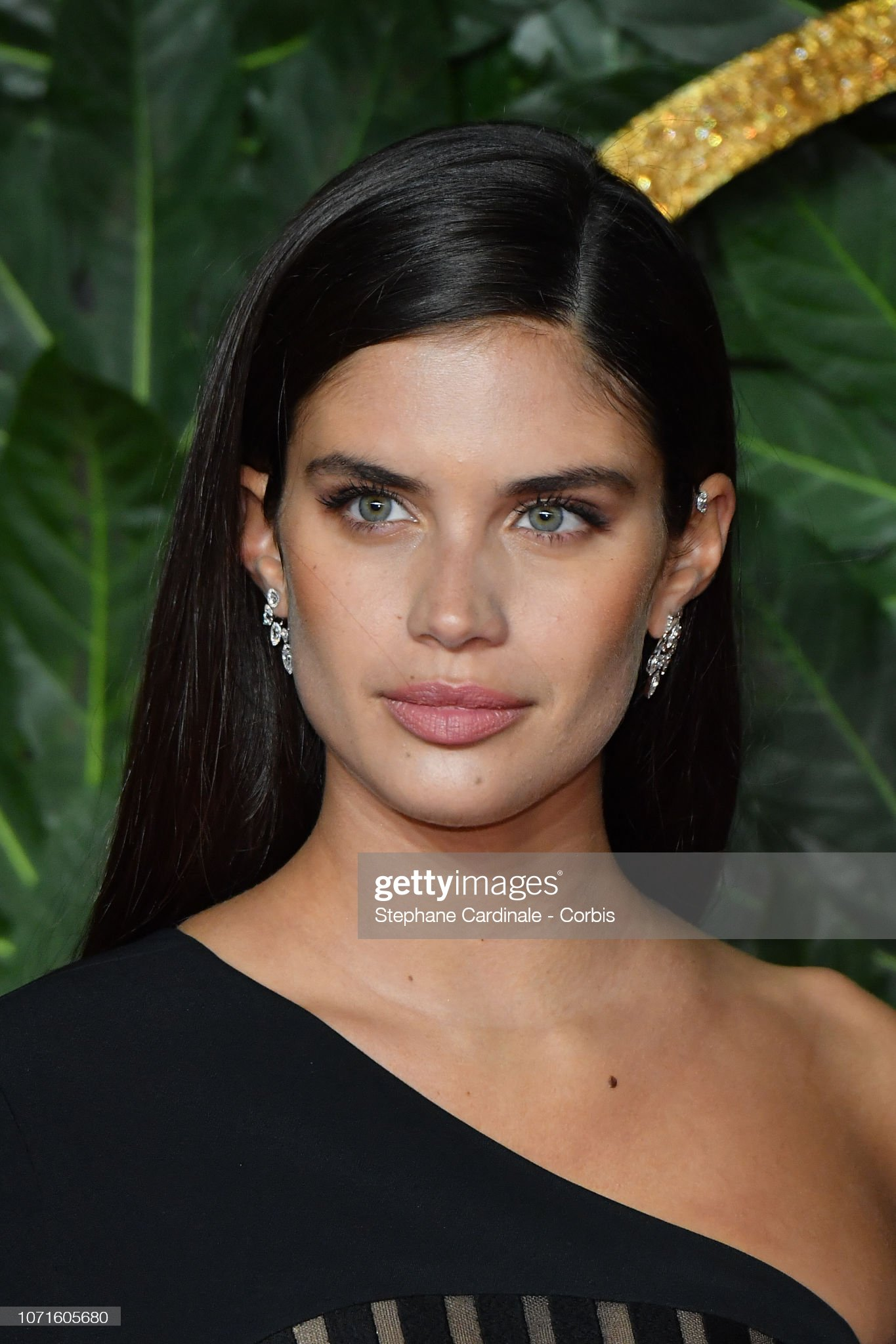 Sara Sampaio (galería de fotos) - pictures Sara-sampaio-attends-the-fashion-awards-2018-in-partnership-with-at-picture-id1071605680?s=2048x2048