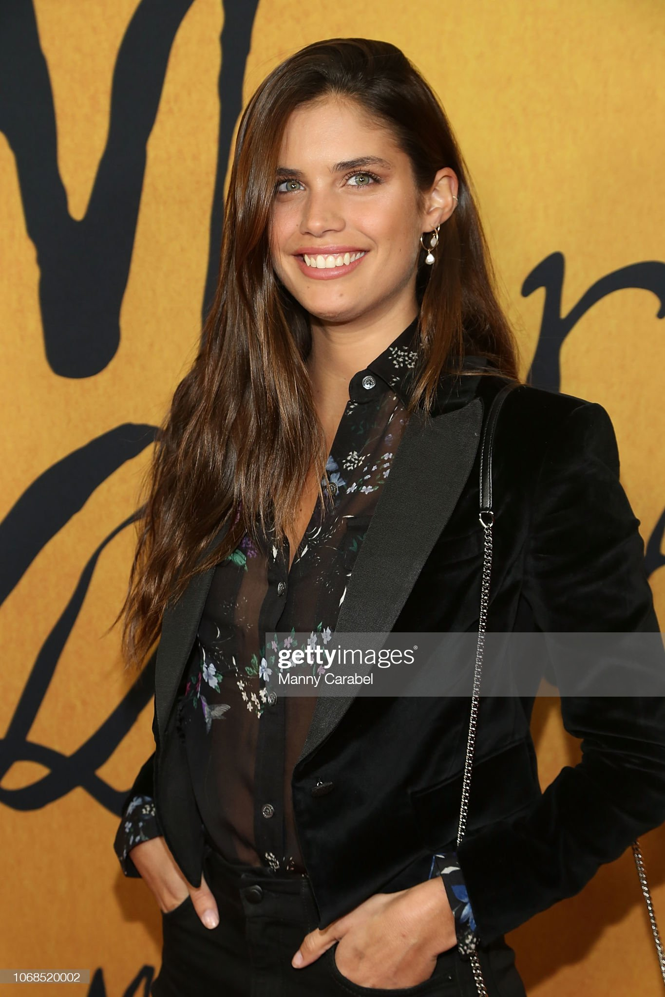 Sara Sampaio (galería de fotos) - pictures Sara-sampaio-attends-the-mary-queen-of-scots-new-york-premiere-at-the-picture-id1068520002?s=2048x2048