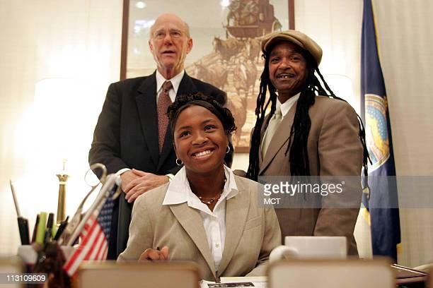 Sara TuckerCulver of Kansas City Kansas along with her father Louie Culver Jr sits at the desk of US Senator Pat Roberts at his office October 26 in...