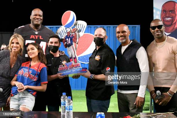 Sara Walsh, Shaquille O'Neal, Olivia Culpo, BubbaQue's chefs, PepsiCo's Derek Lewis, and Terrell Owens participate in a challenge at The SHAQ Bowl...