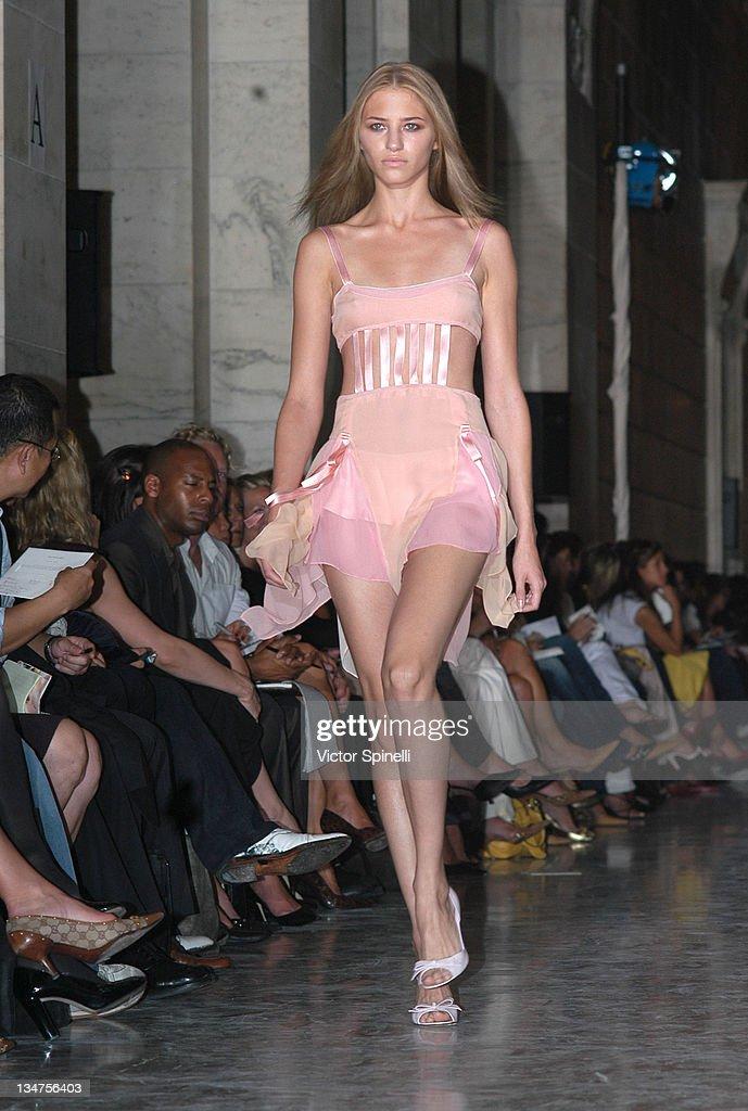 Mercedes-Benz Fashion Week Spring 2004 - Jill Stewart - Runway