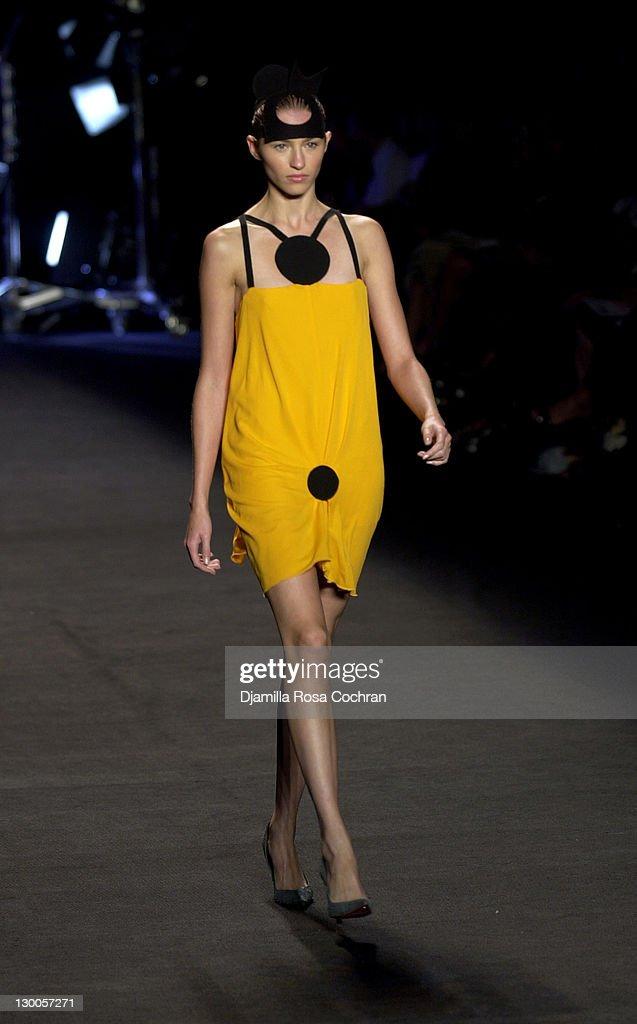 Mercedes-Benz Fashion Week Spring 2004 - Roland Mouret - Runway