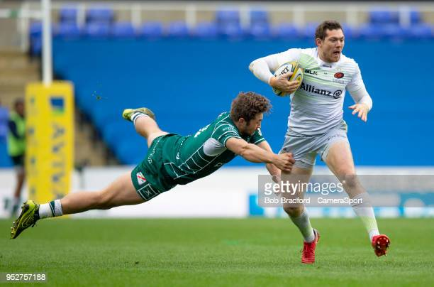 Saracens' Alex Goode evades the tackle of London Irish's Tom Fowlie during the Aviva Premiership match between London Irish and Saracens at Madejski...
