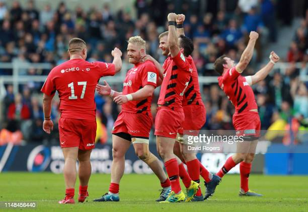 Saracens players celebrate winning the Champions Cup following the Champions Cup Final match between Saracens and Leinster at St. James Park on May...