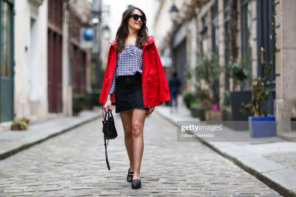 Street Style - Paris - February 2017 : News Photo