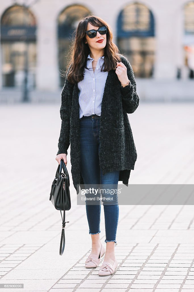 Street Style - Paris - January 2017 : News Photo