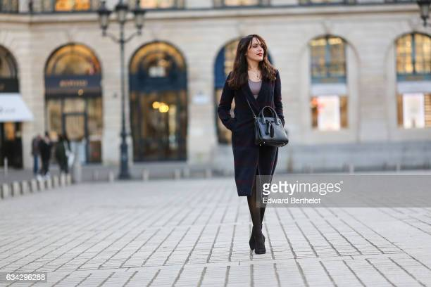 Sarah Benziane fashion blogger from Les Colonnes de Sarah wears a Dezzal black bag Newlook black heels black tights a Newlook black skirt a Newlook...