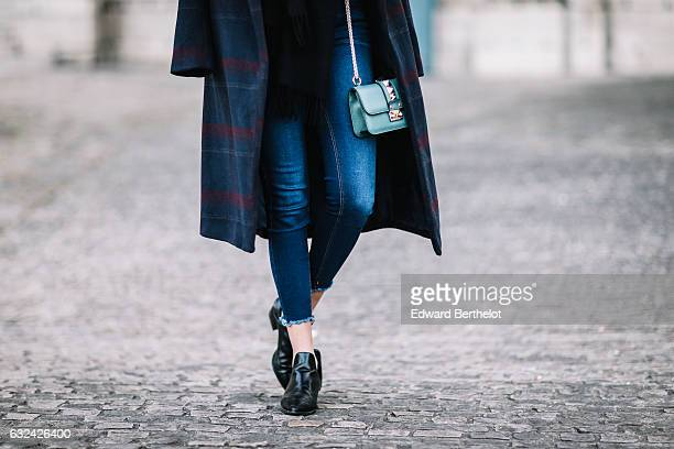 Sarah Benziane fashion blogger from the blog Les Colonnes de Sarah is wearing a Newlook long coat Newlook blue denim jeans Zara black shoes and a...