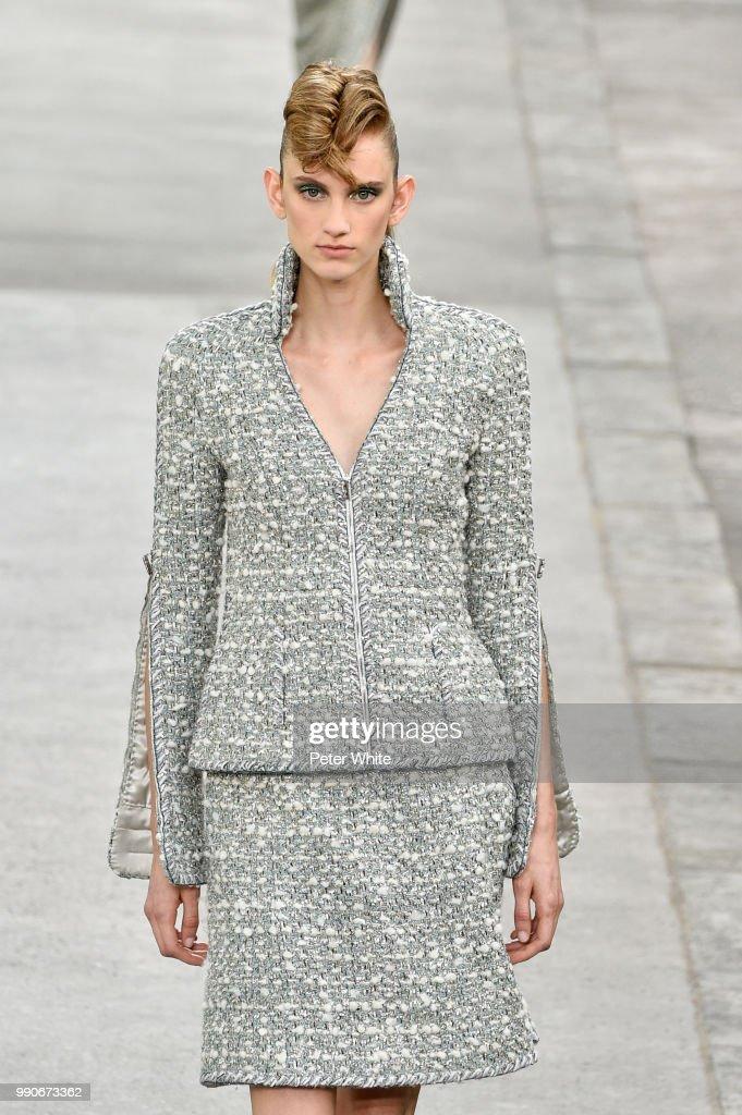 Chanel : Runway - Paris Fashion Week - Haute Couture Fall Winter 2018/2019 : Fotografia de notícias