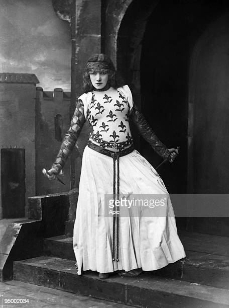 Sarah Bernhardt as Lady Macbeth photo by Nadar