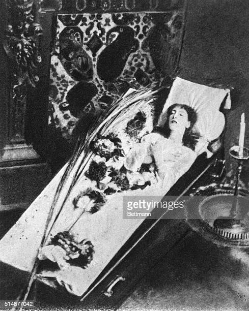 Sarah Bernhardt lying in her coffin sleeping. Photograph.