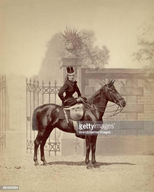 Sarah Bernhardt sitting on a horse. Photography. Around 1870. [Die Schaupielerin Sarah Bernhardt auf einem Pferd. Photographie. Um 1870]