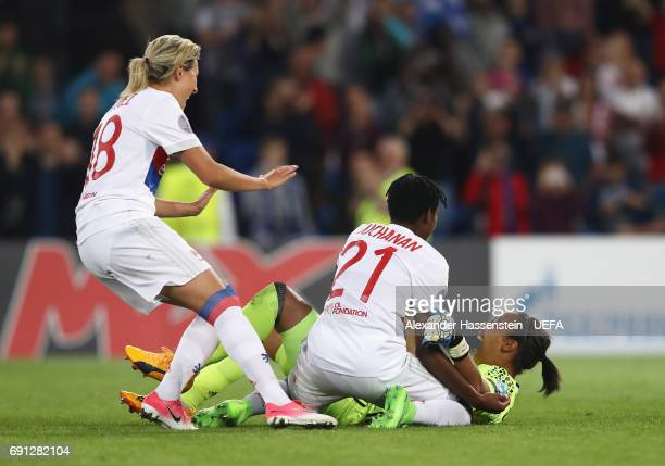 Sarah Bouhaddi of Olympique Lyonnais celebrates victory with team mates as she scores the winning penalty in the shoot out during the UEFA Women's...