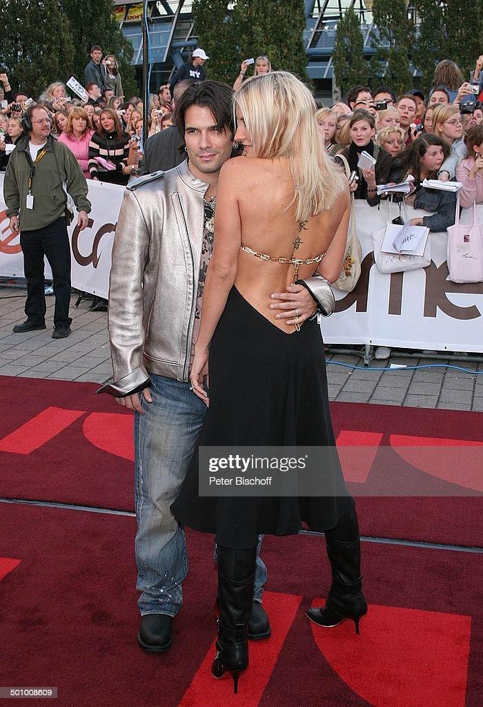 Sarah Connor (Preisträgerin 'Beste Künstlerin 2005', Sängerin), Ehemann Marc Terenzi, Pro 7-, Viva-Gala, Preisverleihung 'Comet 2005', Oberhausen, 06. : News Photo