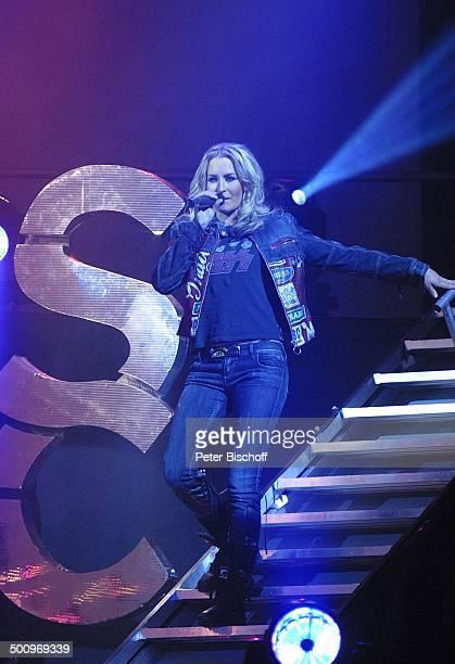 Sarah Connor Konzert zur Einweihung des König Pilsner Palast Krefeld Bühne Auftritt Sängerin Tänzerin Jeans Mikro Mikrofon Treppe Promi PNr 1561/04...