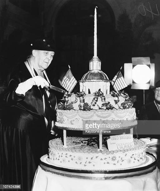 Sarah Delano Roosevelt Cutting The Birthday Cake Of Her Son President Franklin Roosevelt In New York On January 30Th 1935