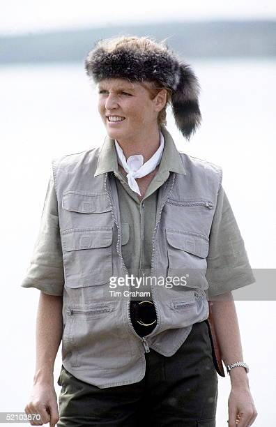Sarah Duchess Of York Wearing A Davy Crockett Style Hat In The North West Territories Canada Taking A Few Days Holiday On A Canoe Trip