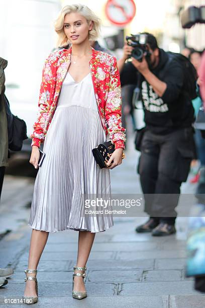 Sarah Ellen is seen outside the Liselore Frowijn show during Paris Fashion Week Spring Summer 2017 on September 27 2016 in Paris France