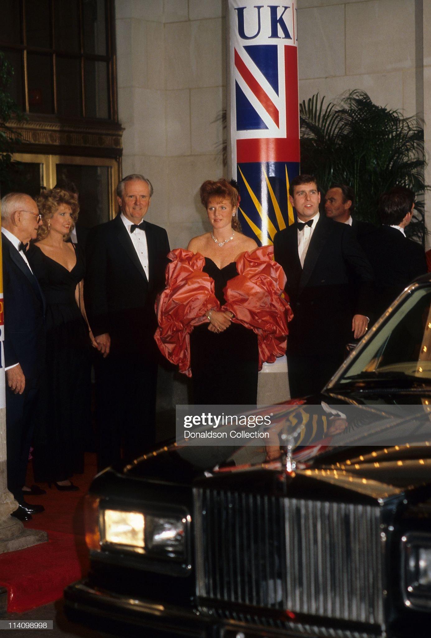 Вечерние наряды Отем пока еще Филлипс и Сары Йоркской Sarah Ferguson and Prince Andrew at Bel Age Hotel Event : News Photo