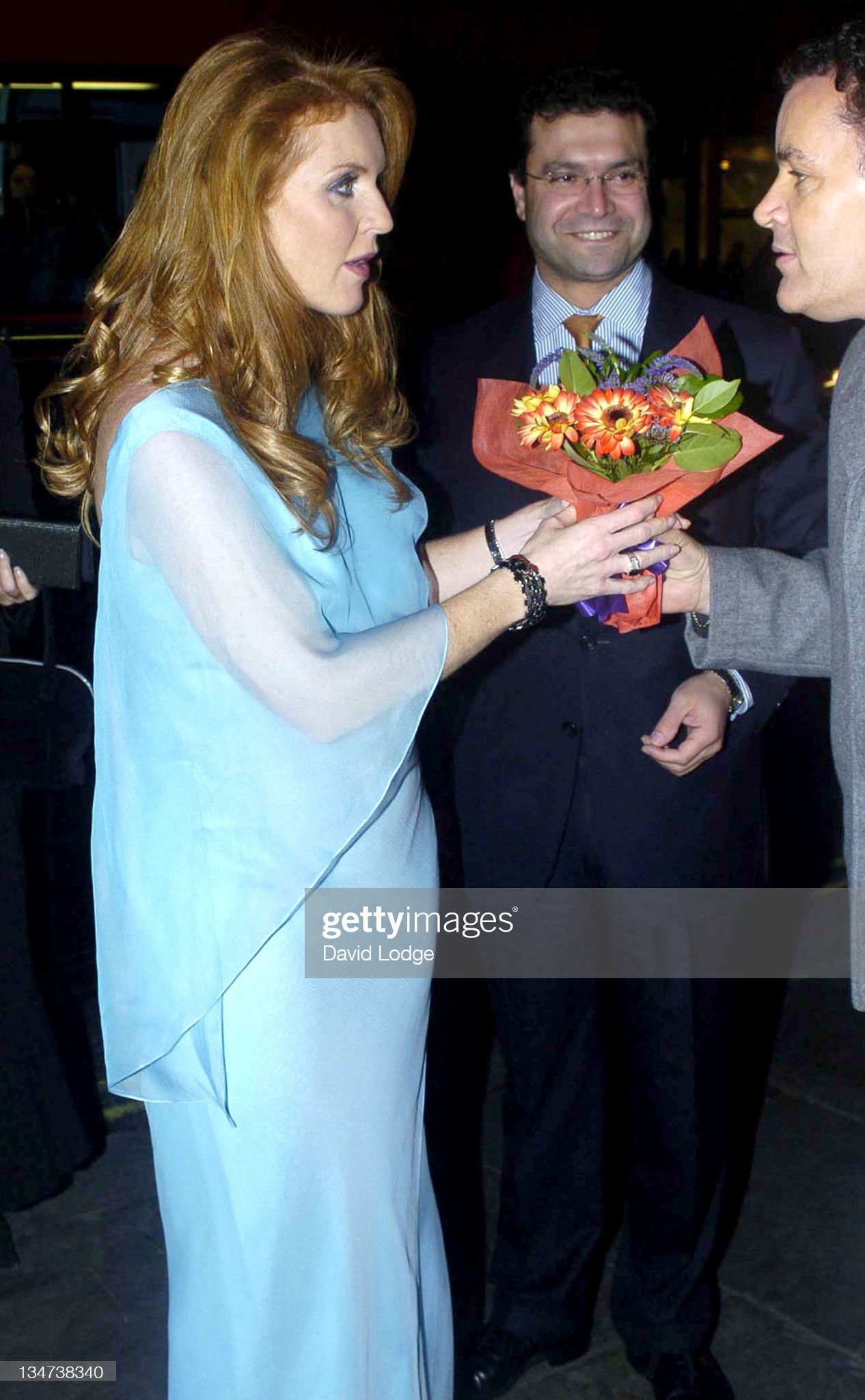 Вечерние наряды Отем пока еще Филлипс и Сары Йоркской Children In Crisis Charity Ball - Arrivals : News Photo