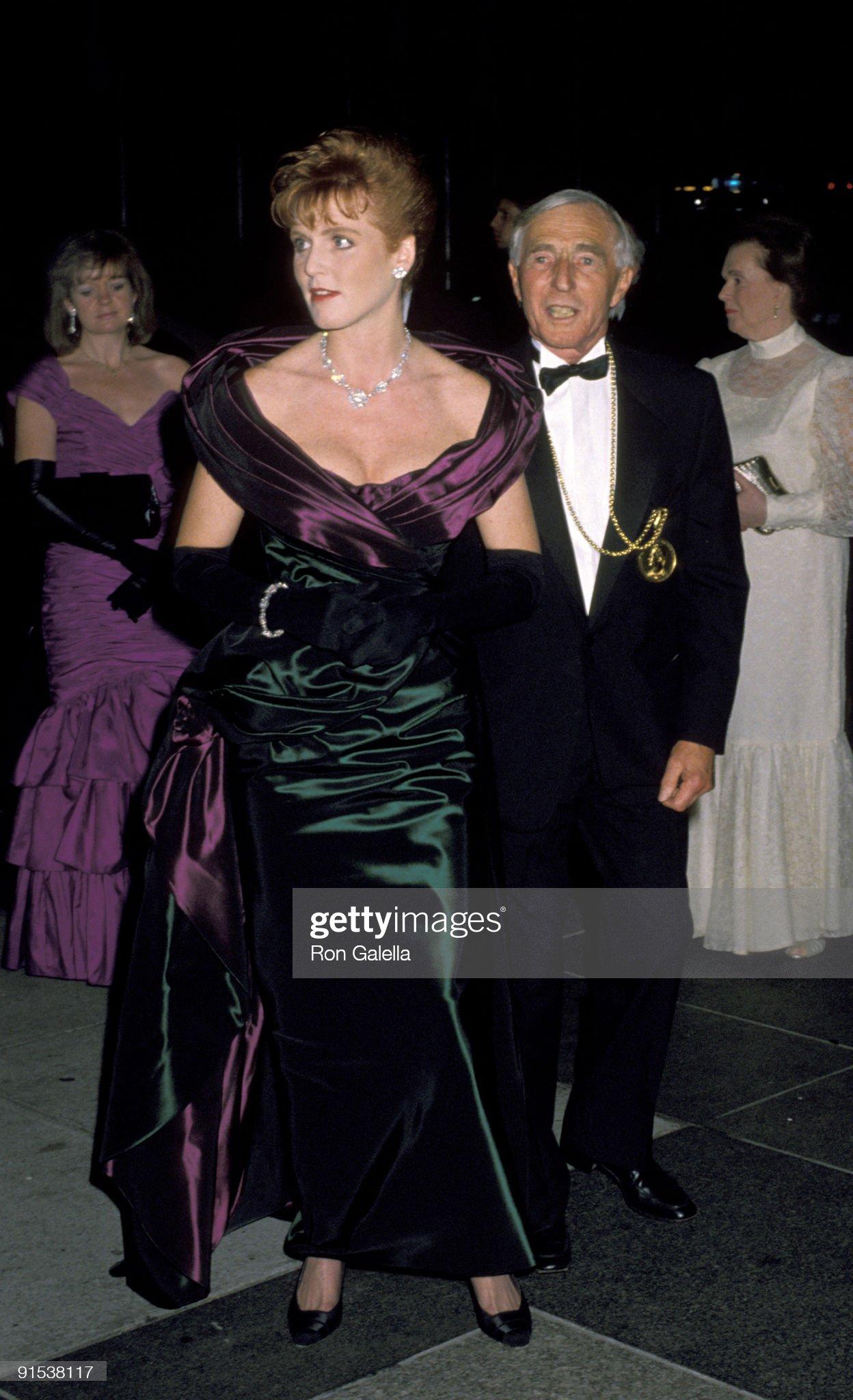 Вечерние наряды Отем пока еще Филлипс и Сары Йоркской American Association of Royal Family Trust Dinner Dance : News Photo
