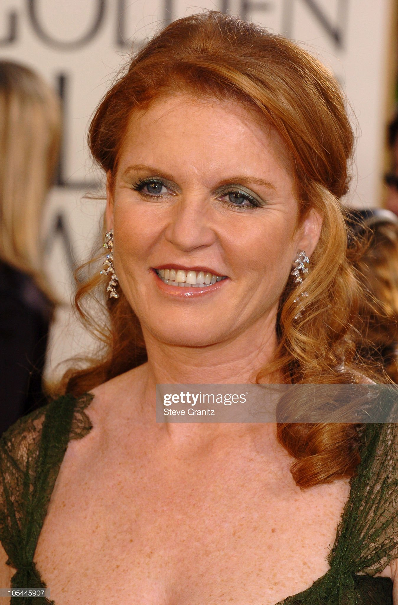 The 62nd Annual Golden Globe Awards - Arrivals : News Photo