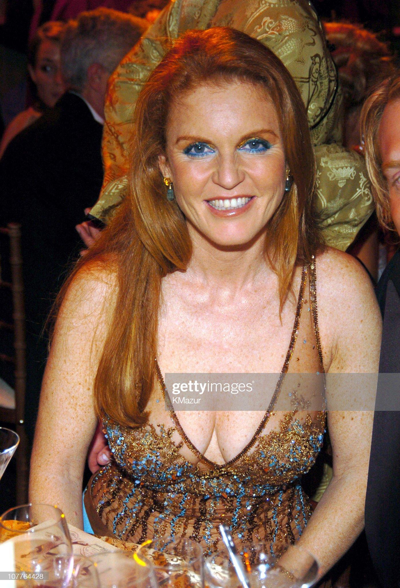 Вечерние наряды Отем пока еще Филлипс и Сары Йоркской The 6th Annual White Tie & Tiara Ball to Benefit the Elton John Aids Foundation in Association with Chopard - Dinner : News Photo