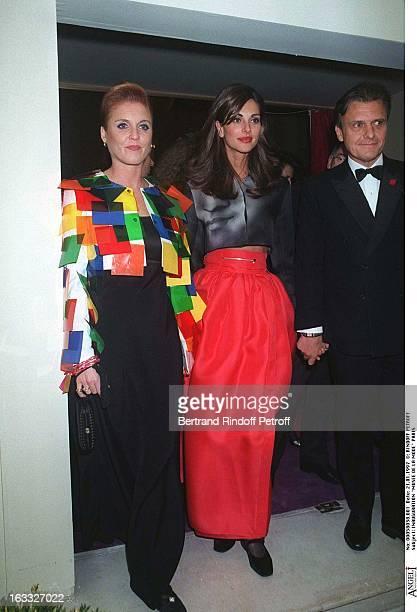 Sarah Ferguson Tasha JeanCharles De Castelbajac Robe Longue Souriante at theOpening Of Musee De La Mode In Paris