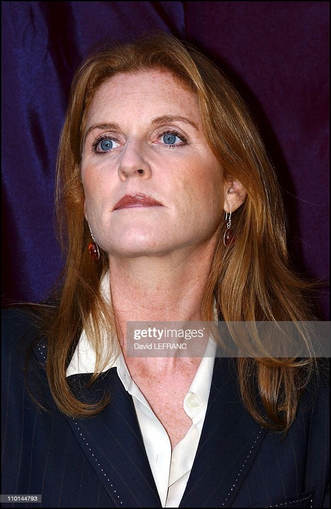 Sarah Ferguson attends the unveiling of Santa Claus Suit From Miracle on 34th Street at Macy's in New York, United States on December 04, 2001. : News Photo