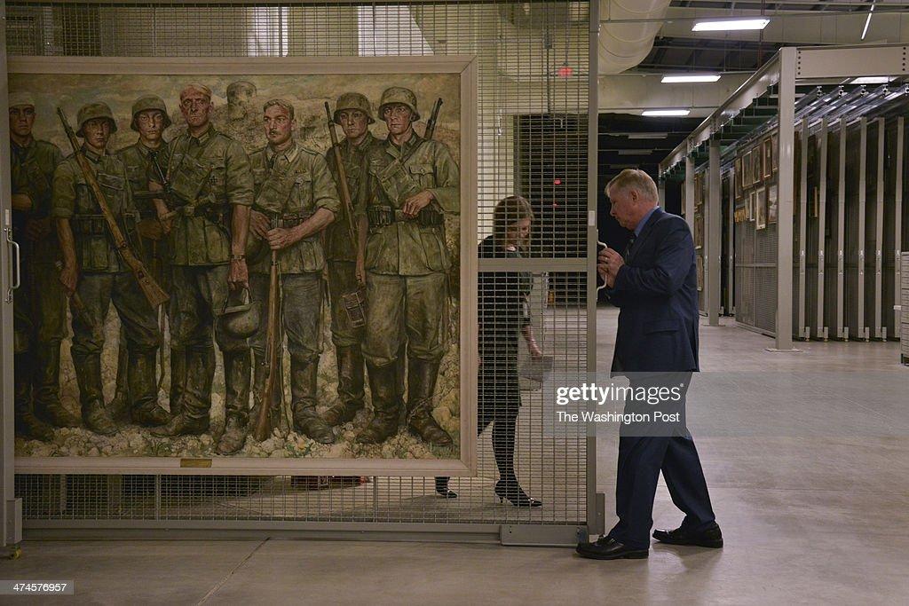 Nazi Art the U.S. Military Gathered After Defeating Hitler : Nachrichtenfoto