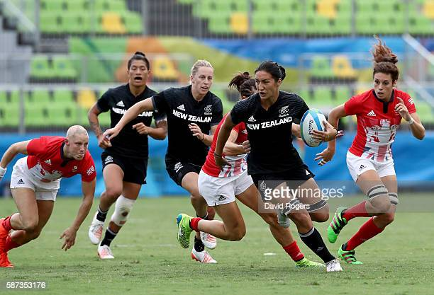 Sarah Goss of New Zealand breaks through with the ball during the Women's Semi Final 2 Rugby Sevens match between Great Britain and New Zealand on...