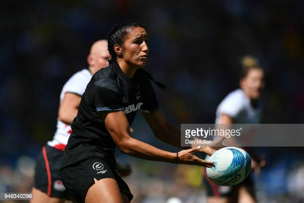 Sarah Goss of New Zealand releases a pass during the Rugby Sevens Women's Semi-Final between New Zealand and England on day 11 of the Gold Coast 2018...